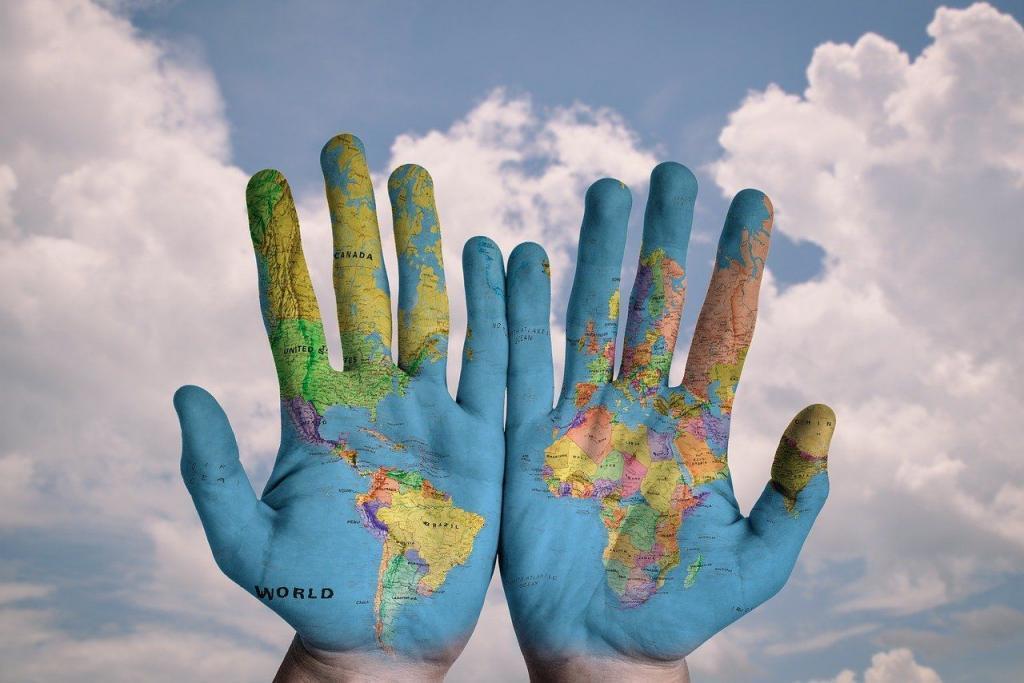 Hands World Map Global Earth - stokpic / Pixabay